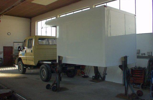 Wohnmobil SCAM Koffer aufsetzen