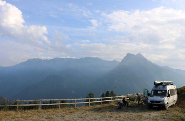 Alpen freies Campen Wohnmobil Kastenwagen-Selbstausbau