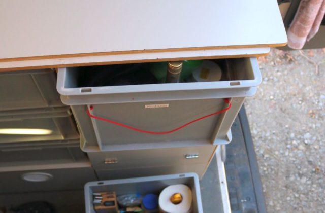 Euroboxen als Schubladen im Schrank im Wohnmobil Kastenwagen-Selbstausbauen