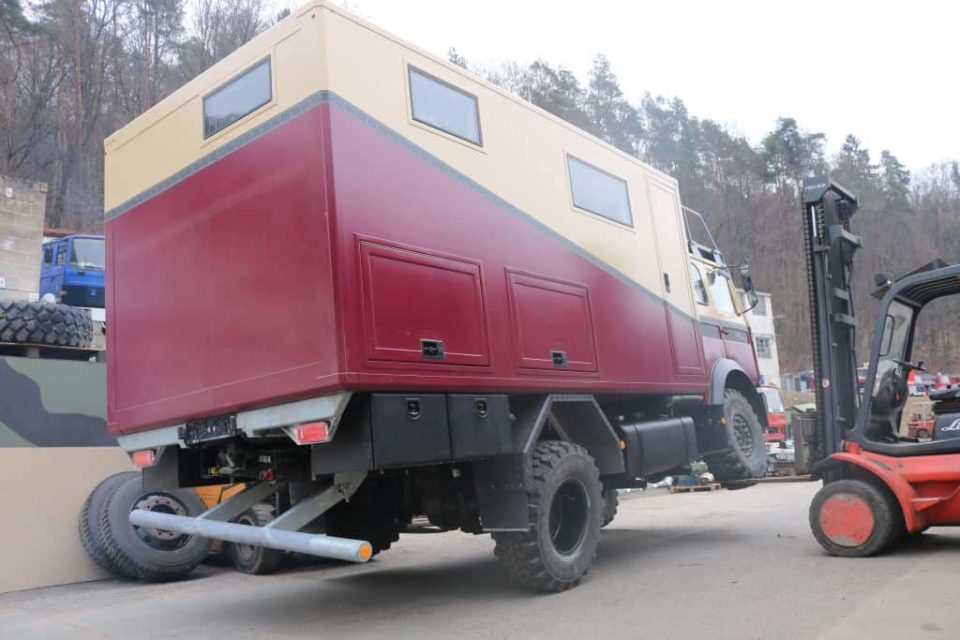 Verwindungstest mit dem Iveco Magirus Deutz 90-16 als selbstausgebautes Wohnmobil Expeditionsmobil