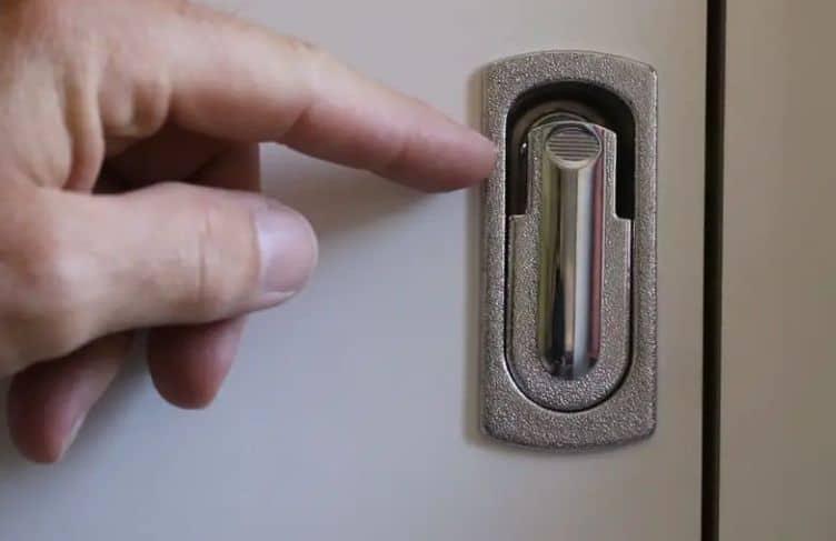 Kompressionsverschluss im Selbstausbau-Wohnmobil Video